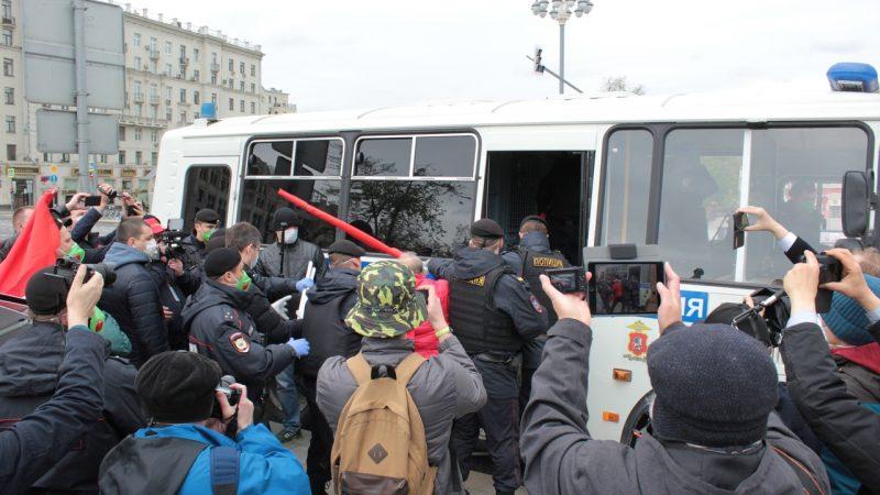 Незаконно задержанных 9 мая депутатов от КПРФ продолжают преследовать